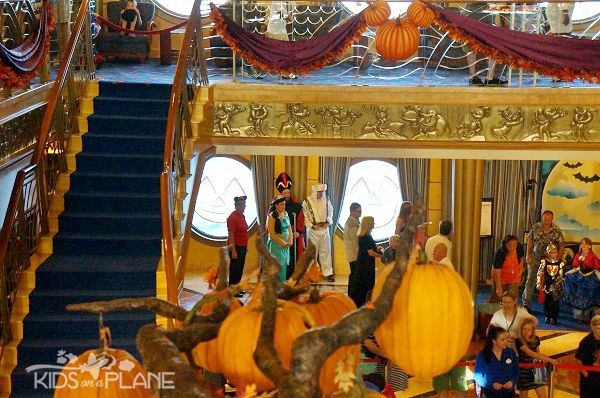 disney-cruise-line-halloween-on-the-high-seas-aladdin-family